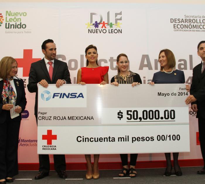 La Presidenta Honoraria de Cruz Roja en el Estado, Gretta Salinas de Medina, recibió las aportaciones que distintas empresas realizaron en el marco de la Colecta Anual de la benemérita institución