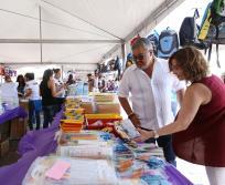 Acuden padres de familia a Feria del ahorro escolar