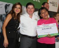 El  Gobernador Rodrigo Medina informó que la pobreza extrema se redujo un 43.2 por ciento y la pobreza general bajó 9.7 por ciento en los últimos dos años.