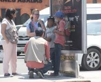 El DIF Nuevo León y municipales hacen operativo conjunto en cruceros de la ciudad contra el trabajo infantil.