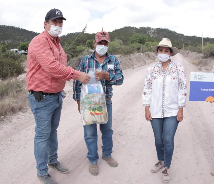 Entrega Gobierno de Nuevo León apoyos a familias afectadas por Covid-19