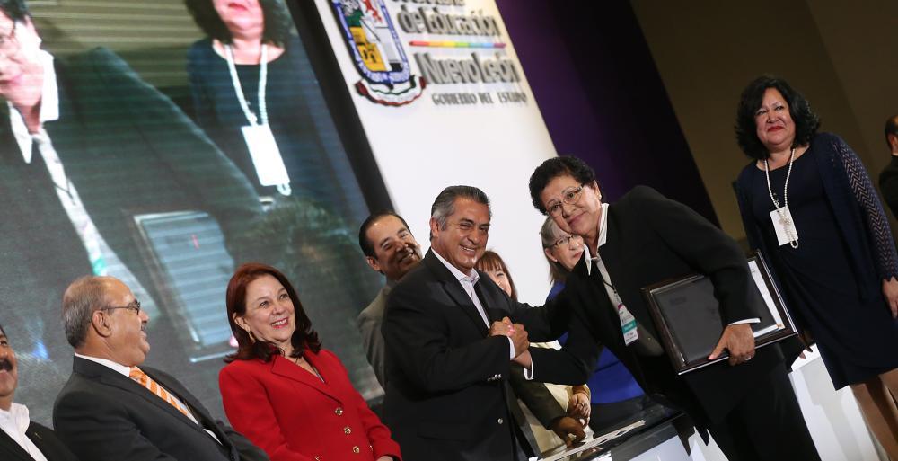 Entrega Gobierno Ciudadano reconocimientos al Mérito Escolar y Docente