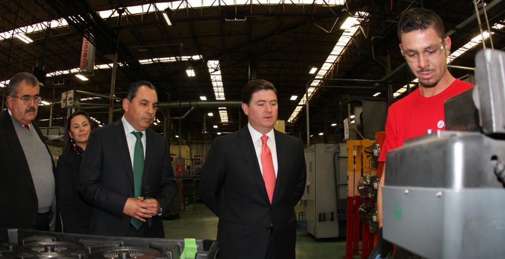 El Mandatario estatal visitó las instalaciones de la compañía automotriz italiana Brembo, asentada en Apodaca, que se dedica a la fabricación y venta de partes para sistemas de freno automotriz.