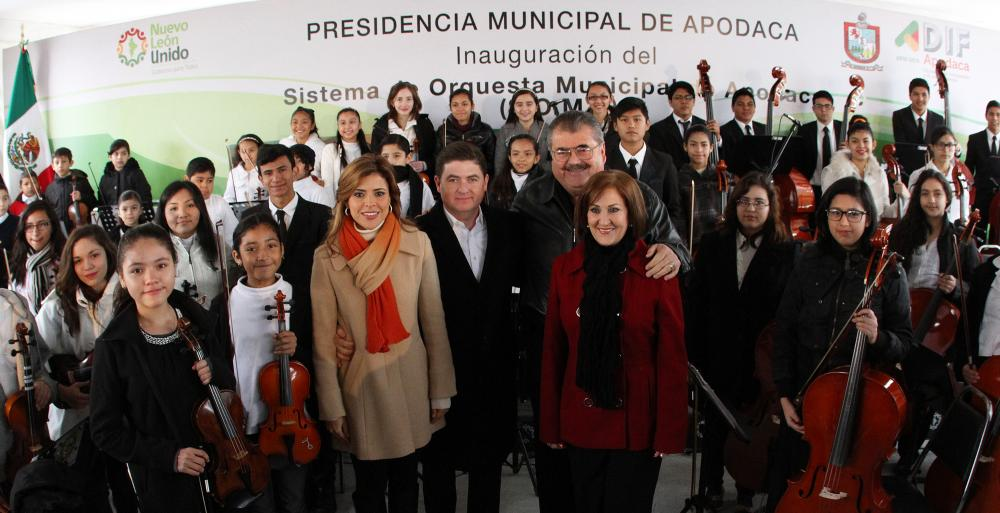 Inaugura la remodelación de la Escuela de Música, dos parques lineales y pavimentación, además de entregar escrituras.