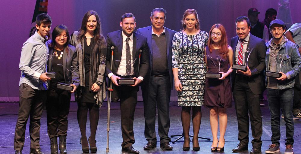 Premia Gobierno Estatal a jóvenes ejemplares