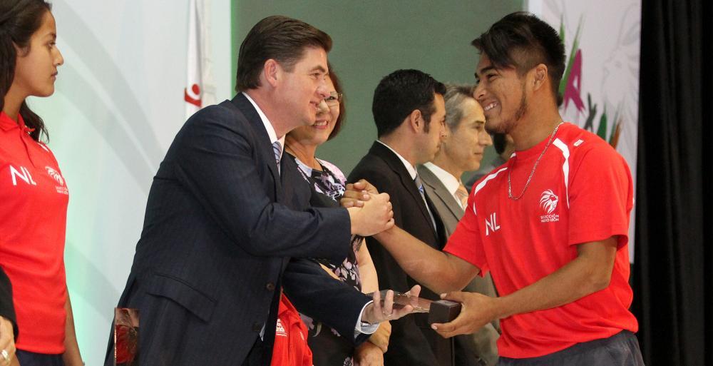 Premia Gobernador Rodrigo Medina a 58 atletas participantes de la Olimpiada y Paralimpiada Nacionales 2015.