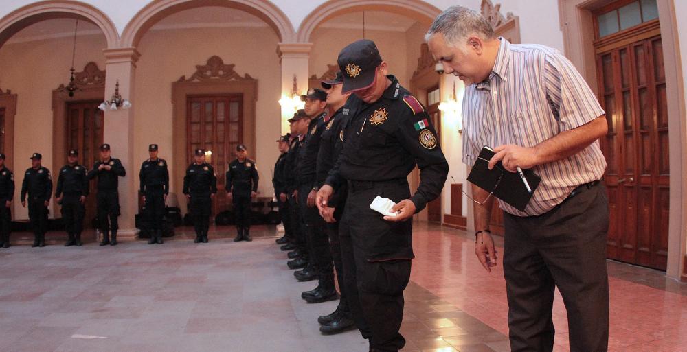 Avala Notario Público que preventivos no porten armas