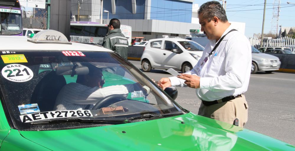 Implementa AET operativo de usuario simulado en taxis