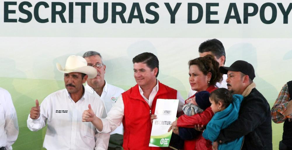 El Gobernador Rodrigo Medina realizó una gira de trabajo por el sur del estado que incluyó al municipio de Galeana.