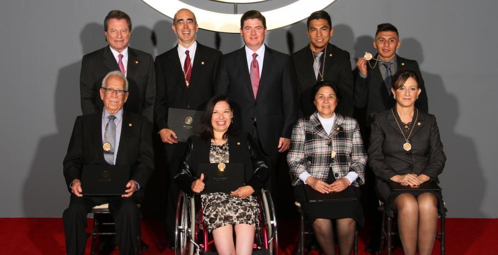 """Un total de ocho distinguidos nuevoleoneses fueron honrados este miércoles por parte del Gobernador, Rodrigo Medina de la Cruz, con la Medalla al Mérito Cívico """"Presea Estado de Nuevo León Edición 2013"""""""